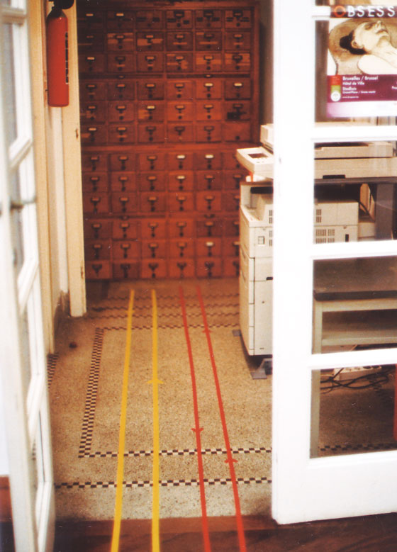 Installation en bibliothèque: Chemins et questionnement de la bibliothécaire. © Florence Boudet