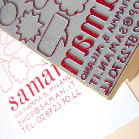 Logo tamponné de Shop Saman, concept store associatif à Milan. © Florence Boudet