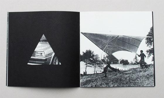 """Delta, livre à trous (découpe triangulaire), liste de multiples sens associés au mot """"delta"""". Ici deltaplane © Florence Boudet"""