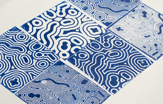 Résidence Papier/Machine : impression, tirages de linogravure à la fraiseuse numérique au Fablab, Plateforme C à Nantes. © Florence Boudet