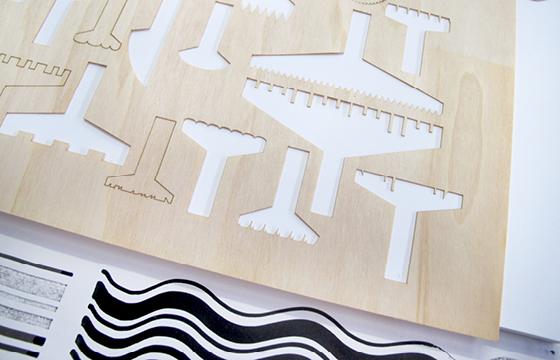 Résidence Papier/Machine : Découpe laser des nouveaux outils d'écriture au fablab plateforme C à Nantes. © Florence Boudet
