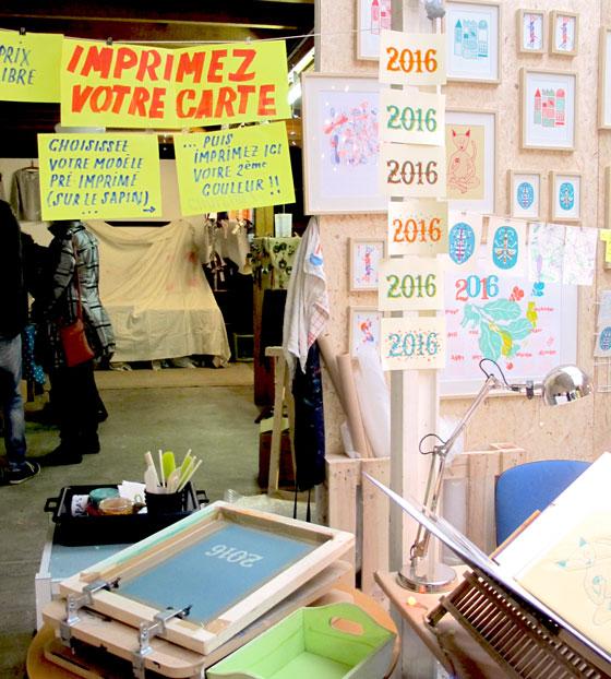 stand et démonstration sérigraphie de Flo-Flo (Florence Boudet) au marché de noël des Ateliers de la Ville en bois.