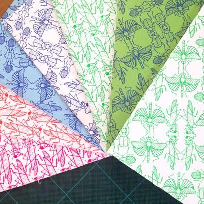 carnets sérigraphiés motif nuée d'insectes, imprimés et façonnés à la main (reliure cousue). ©Florence Boudet